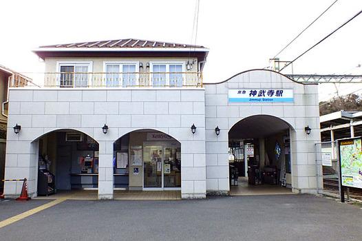 zaki-20130103-jinmuji-eki.jpg